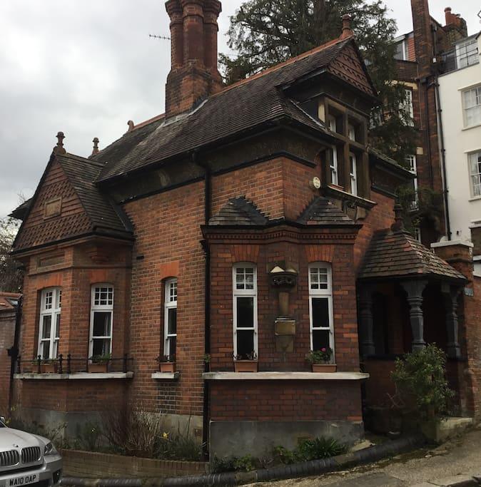 19th Century Grade II Listed Victorian Lodge