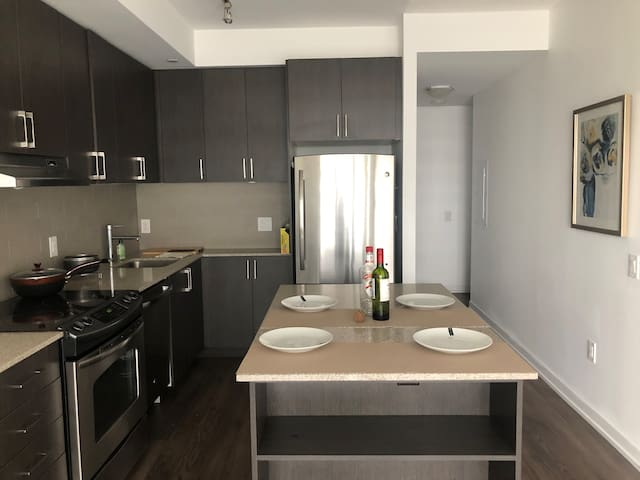 Entire Cozy condo near Erin Mills  town center