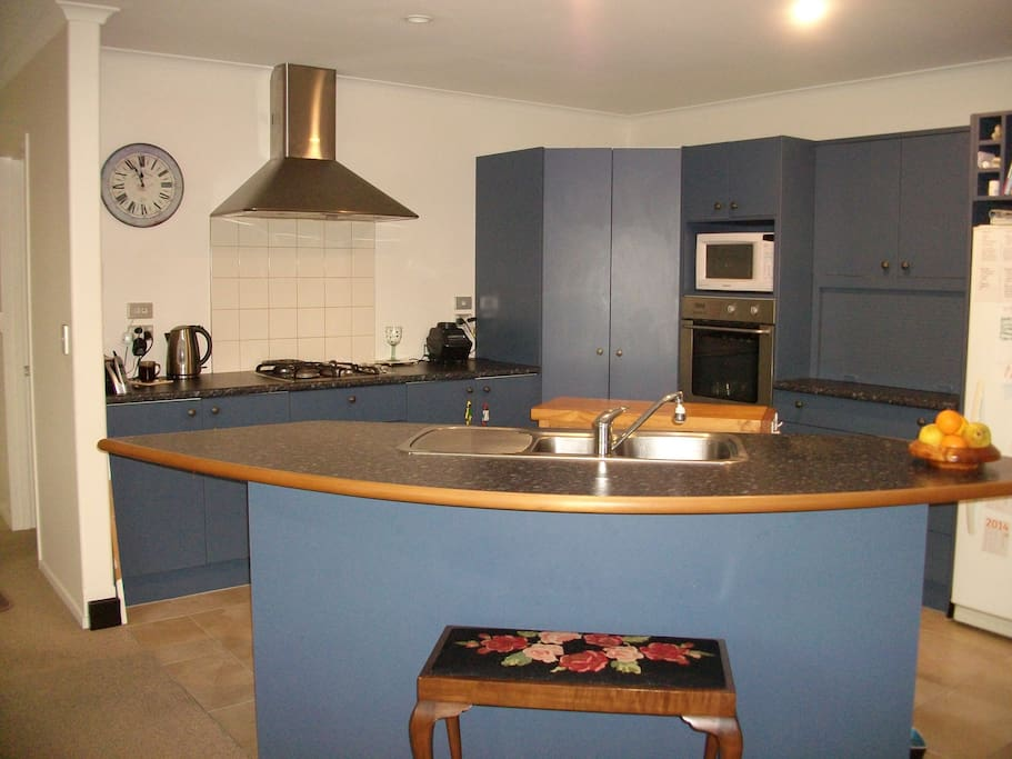 Gas hobs & electric oven, dishwasher to make life just a little easier.