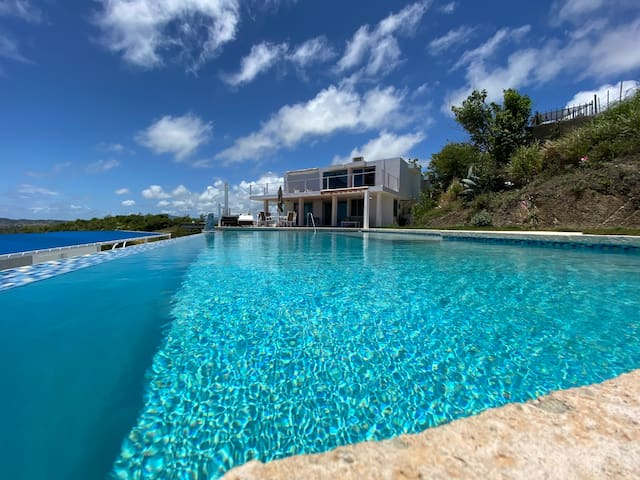 Stunning Caribbean Seaside BnB Retreat-Family Unit