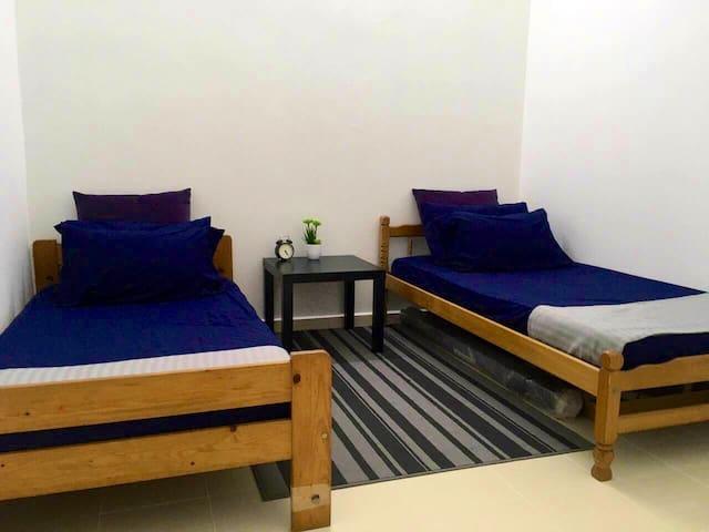Bedroom 2(twin-bed)