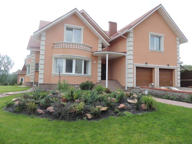 Уютный дом с летним доми - Stoyanka - Rumah