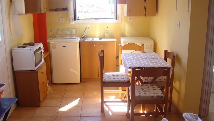 Cosy apartment near the sea in Aigina - Egina - Flat