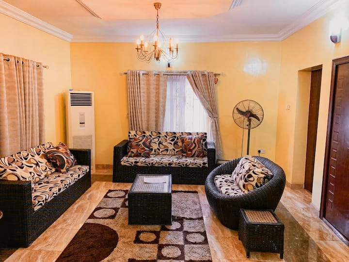 The Hive Ikeja - Tasteful 4/3 bed Townhouse