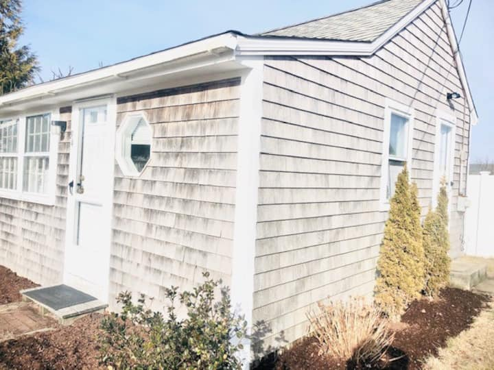 Cape Cod Cottage 3/4 Mile from the Beach