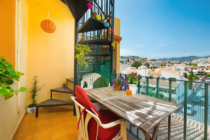 Cosy Rooftop apartment with AC, next to the beach