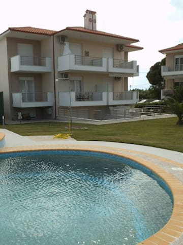 Finikas Family Apartment Nikiti Beach