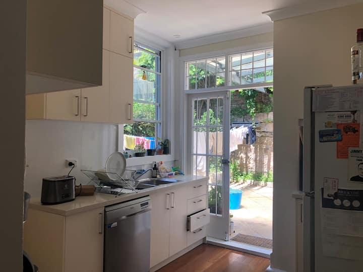 Conveniently located, beautiful Paddington room