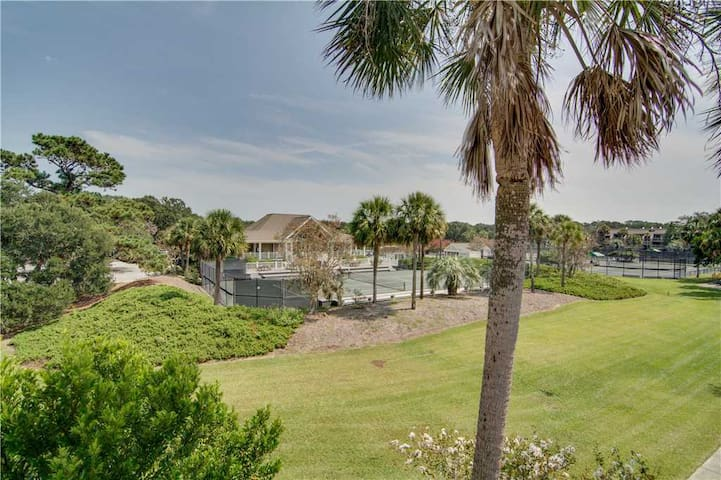 1646 Courtside - 2BR Villa with Full Club Access & Community Pool, Tennis Courts. Private Porch!