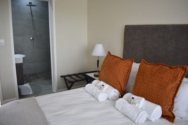 Deluxe Double Room 4 with Private Bathroom En-suit