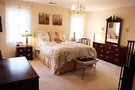 A Suite, sweet deal! 2 bedrooms - Haus
