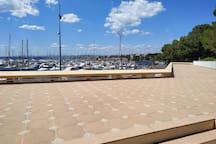 Studio Plein Sud Piscine Bord de MER sur le Port
