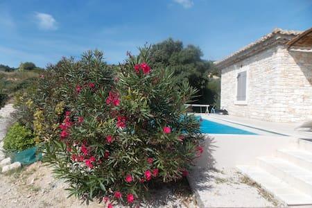 l olivier piscine chauffee et privee - 圣纳泽尔(Saint-Nazaire) - 度假屋