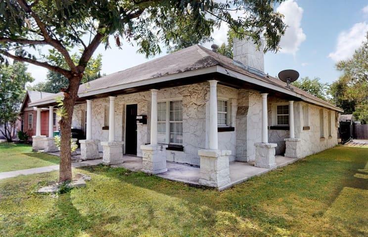 Casa Hilderbrand - Great Central Location!