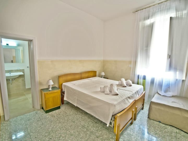 Twin room-Elite-Ensuite with Shower-Sea View-Camera GRECALE
