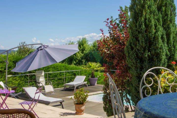 Chambre, Sdb dans Villa  avec piscine  côté golf