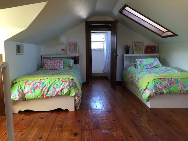 room 3... 2 twins plus 1 queen