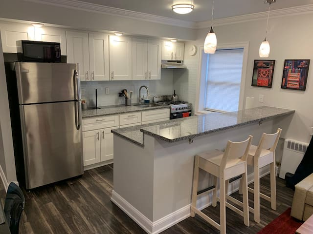 Luxurious 2bed.Apt/20 min to NYC-Parrking Avail