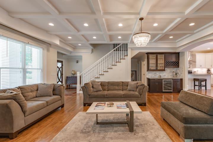 Luxury 6bd/6.5bath home in the heart of Buckhead