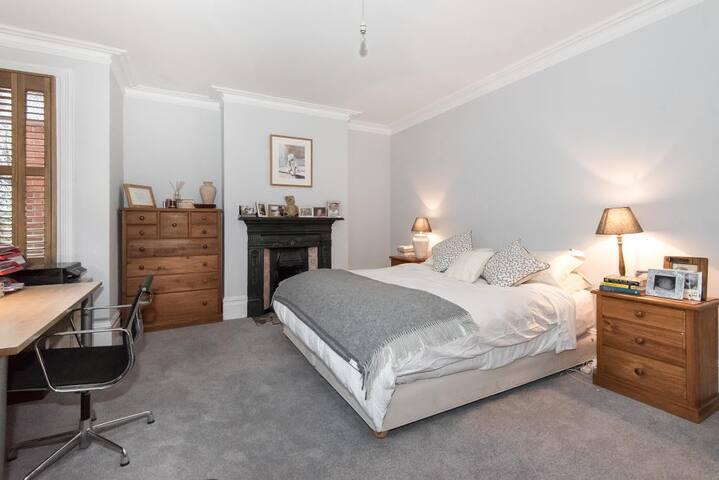 STYLISH, SPACIOUS & LIGHT FAMILY HOME - Londra - Casa