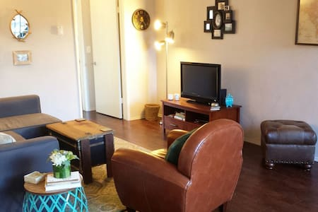 Bright Spacious Apartment Conveniently Located! - Los Angeles - Appartement