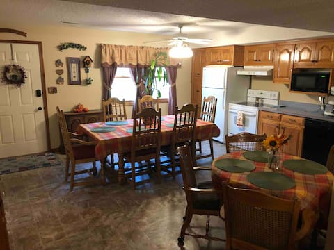 Lovely 1-Bed w/ wifi, Satellite tv, & large patio.