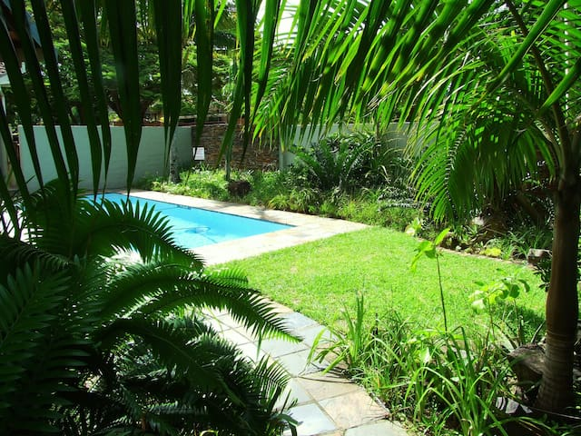 Spacious, twin / king size bed room - Saint Lucia - Bed & Breakfast