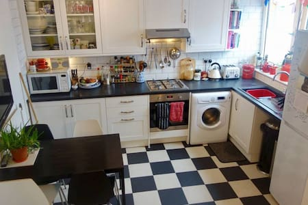 Clean and Cosy Double Room near Camden - ลอนดอน