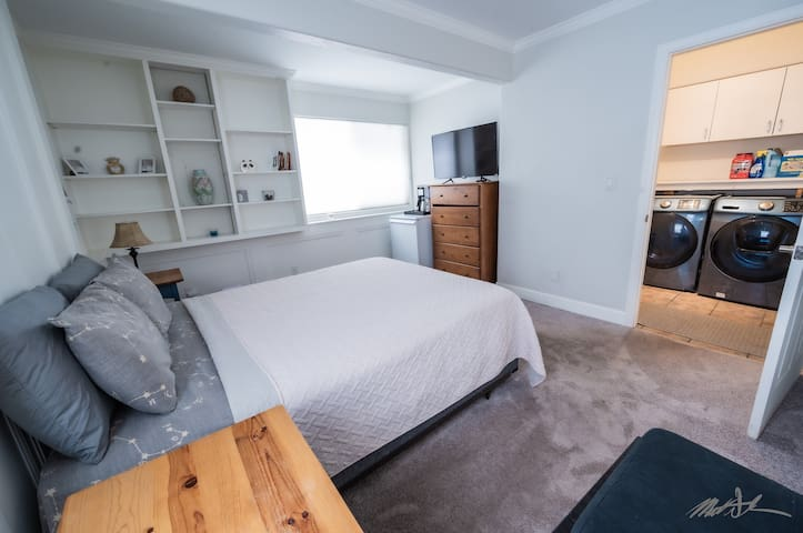 Private floor/lock-off bedroom - entire floor private