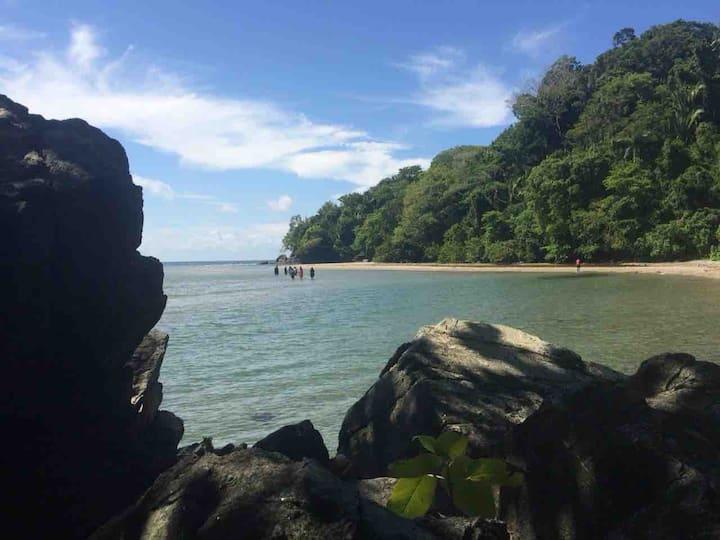 Descanso total en el Caribe Hondureño .