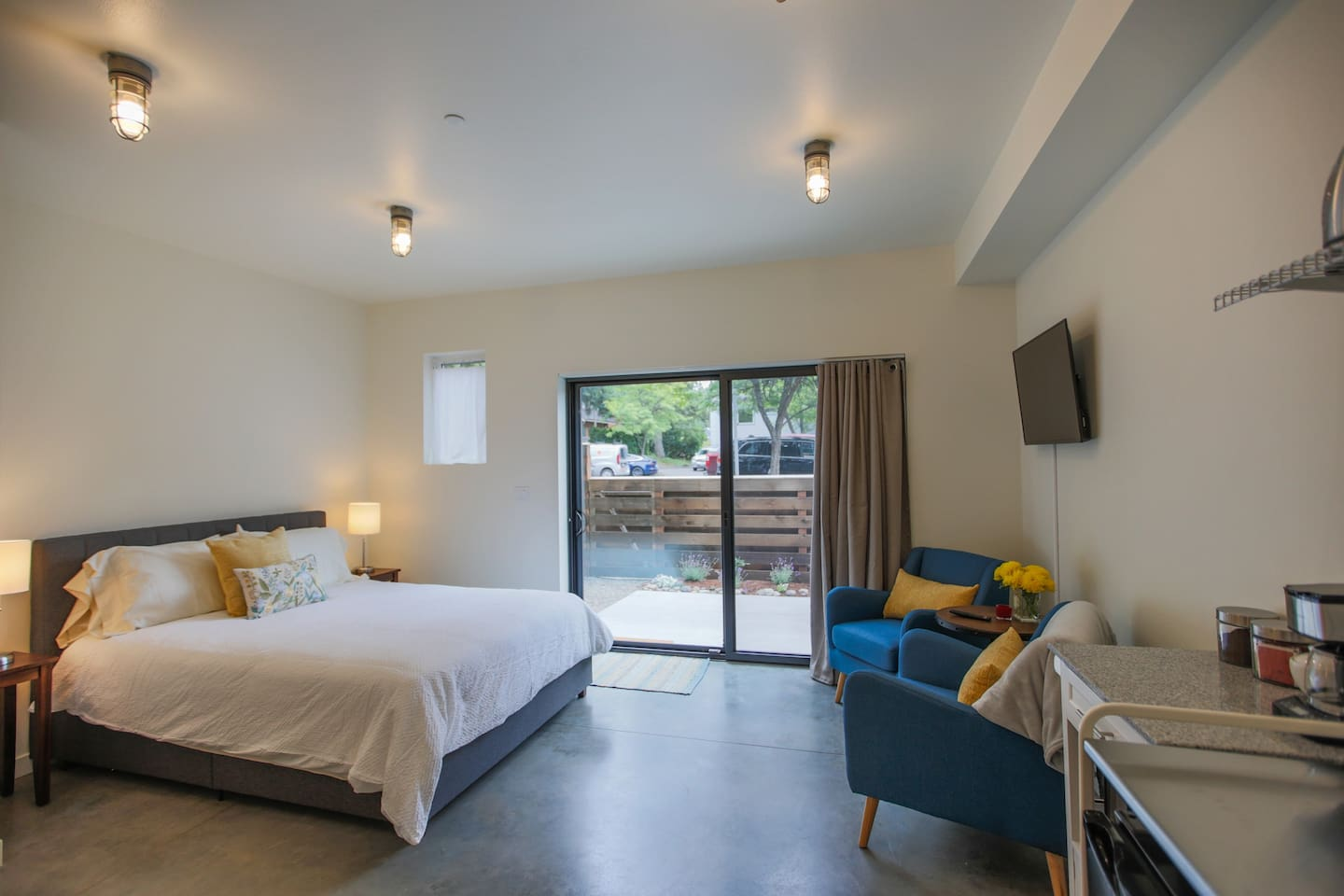 suite little space perfect to explore Winslow and surrounding area