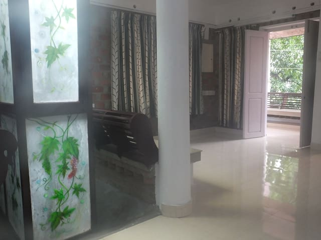 Asia: HOME walk dist. from Rly stn, 5km Airport