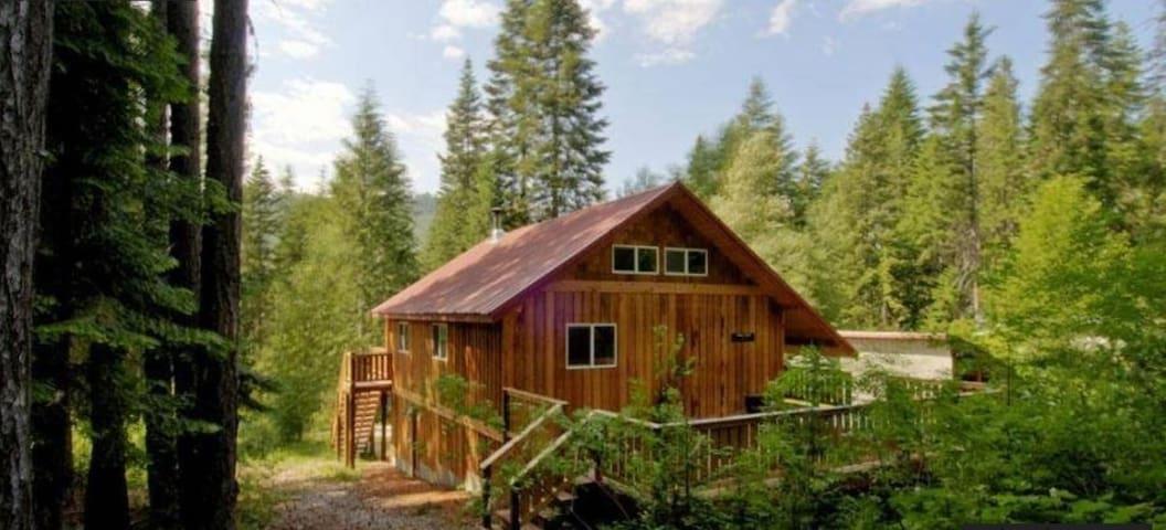 Leavenworth Cabin with Hot Tub - ลีเวนเวิร์ธ - บ้าน