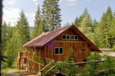 Leavenworth Cabin with Hot Tub - Leavenworth
