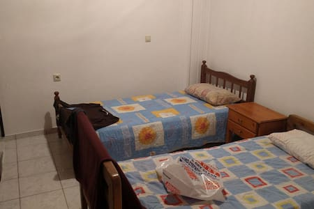 Room with two bed's and balcony - Analipsi - Rumah