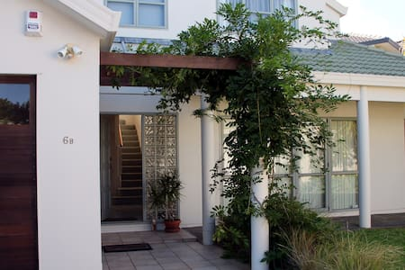 Cosy private room in sunny town house - Auckland - Casa