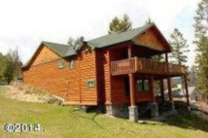 Large Flathead Lake Retreat Great for Big Groups