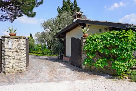 Cottage esclusivo con vista sul lago di Garda