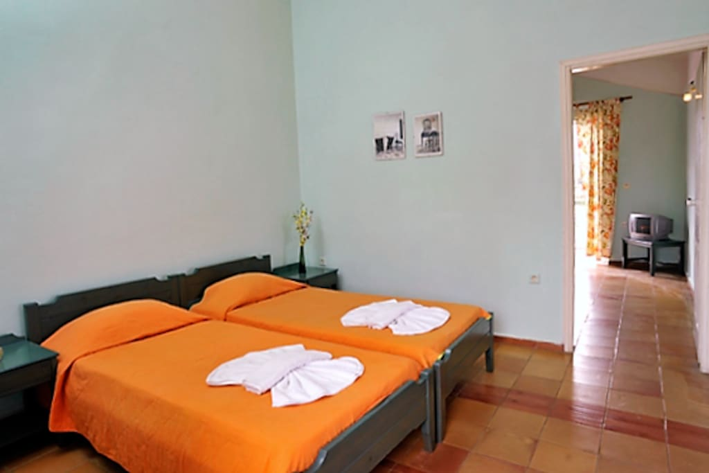The first room with two single beds of Vigla Apartment 13