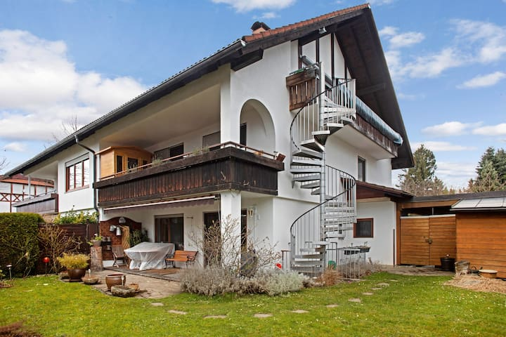 """Cosy Apartment """"Frey Lindau"""" with Wi-Fi, Balcony & Garden; Parking Available"""