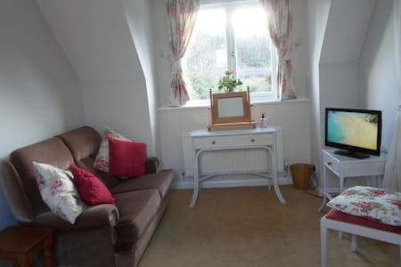 Double Room with En-suite - Nr. Guildford - House