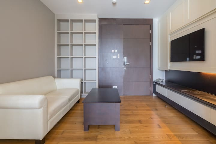 Stunning One Bedroom Condo in Bang Na with 24-Hour Security