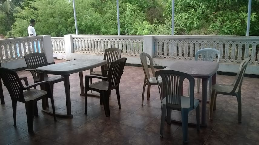 3 bedrooms with private terrace near Vagator beach - Anjuna - Bed & Breakfast