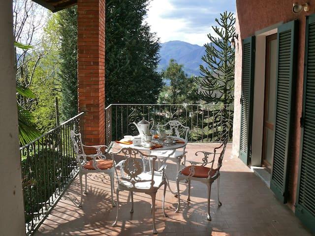 Casa Miasino Idylle mit schönen Ausblicken - Miasino - House