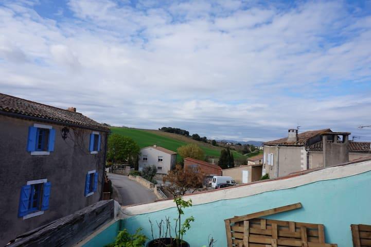 Maison calme dans petit village avec vue - Gaja-et-Villedieu - Ev