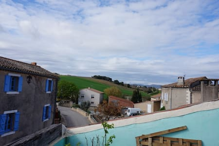 Maison calme dans petit village avec vue - Gaja-et-Villedieu