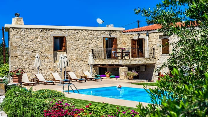 Spacious stonebuilt villa in a tranquil setting!