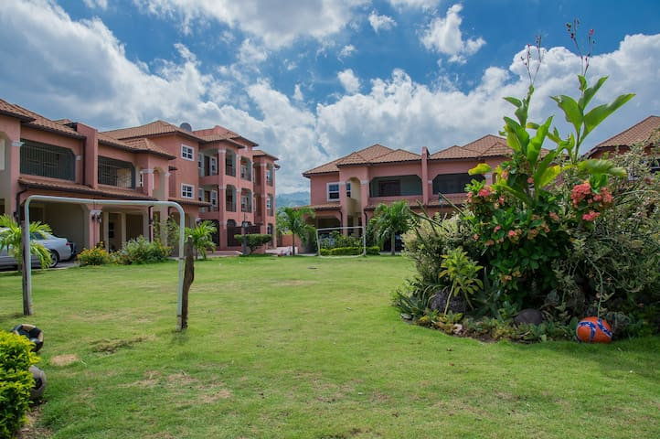 New Kingston Condo - Kingston - Apartamento