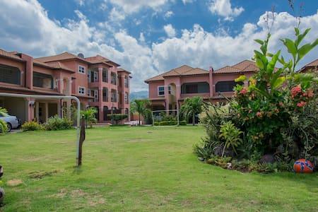 New Kingston Condo - Kingston - Apartmen