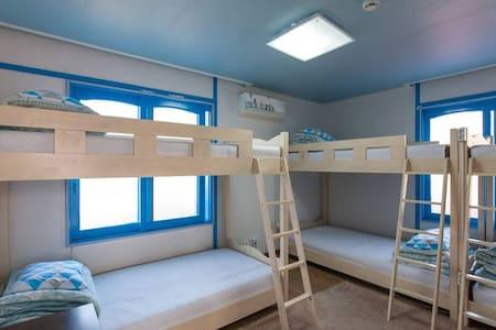 Santorini Guesthouse 6 bed room (only for MAN) - Seongsan-eup, Seogwipo-si